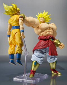 S.H. Figuarts Dragon Ball Z Broly Figure Revealing Destroying Goku